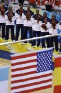 图文-美国男篮118-107西班牙 星条旗升起