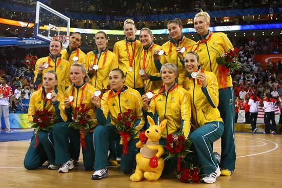 图文-[女篮决赛]美国92-65澳大利亚 展示银牌