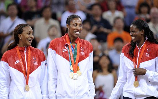 图文-[女篮决赛]美国92-65澳大利亚 看谁的奖牌多