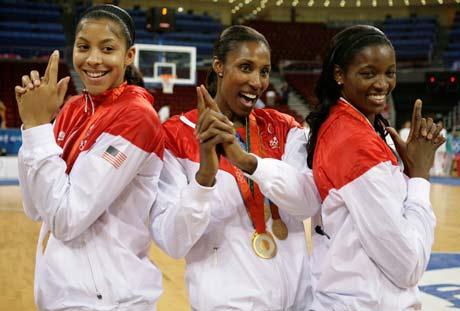 图文-[女篮决赛]美国92-65澳大利亚 三个火枪手