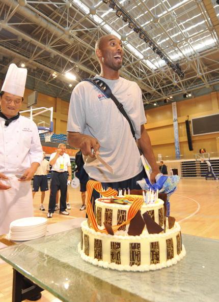 图文-美国男篮王牌北京过生日 金牌是最好礼物