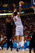 图文-美国男篮118-107西班牙 费尔南德兹扣魔兽