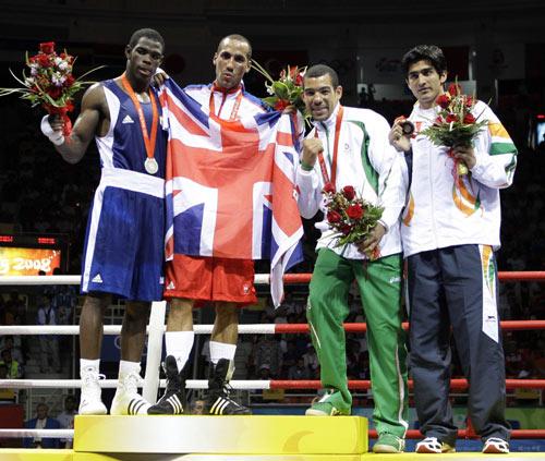 图文-拳击男子75公斤级决赛 胜利者的姿态