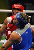 图文-拳击男子91公斤级决赛 红方抢得一分