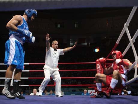 图文-拳击男子91公斤级决赛 鲁索看到机会