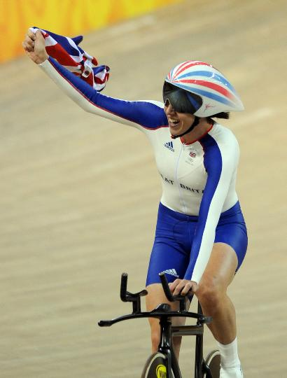 图文-场地自行车女子个人追逐赛决赛 罗梅罗庆祝