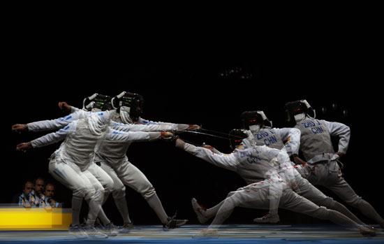 图文-击剑男子花剑个人赛 朱俊进攻步步紧逼