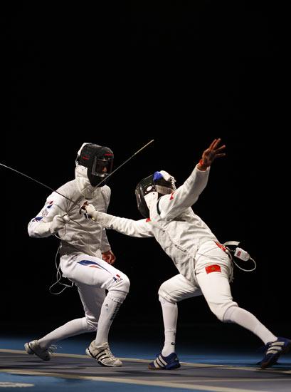 图文-击剑男子花剑个人赛 古亚特防守很不错