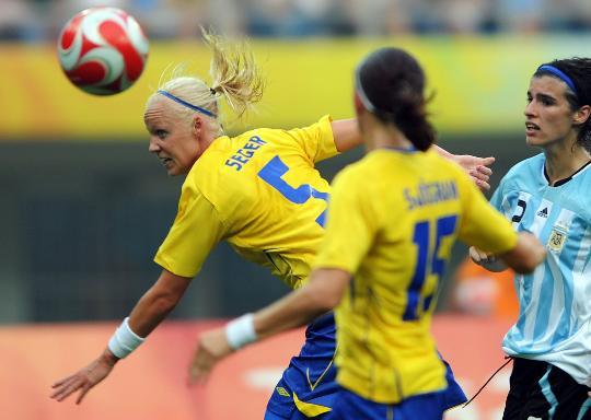 图文-[女足]瑞典1-0胜阿根廷 塞格头球攻门