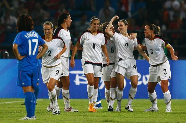 图文-[奥运女足半决赛]日本2-4美国 美国队员庆祝