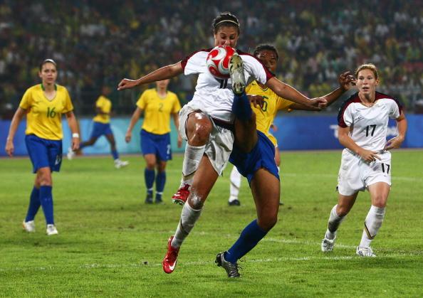 图文-奥运会女足决赛美国VS巴西  动作有点危险