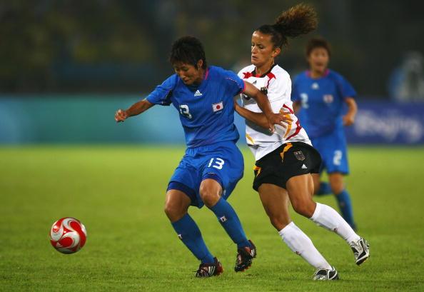 图文-德国女足2-0日本获铜牌 日本队员全力护球