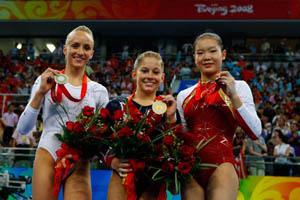 体操平衡木美国约翰逊夺金柳金摘银程菲获铜牌