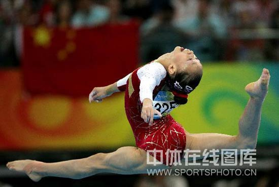 图文-体操女子个人全能决赛 小鹿在奔跑