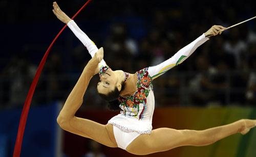 图文-艺术体操个人全能决赛 贝索诺娃掌控舞台
