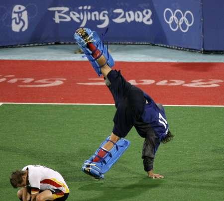 图文-男曲决赛德国胜西班牙 高难度的庆祝动作