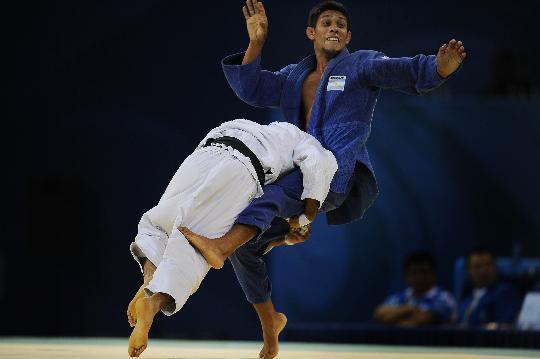 图文-男子60公斤级复活赛赛况 阿尔瓦拉辛在比赛中