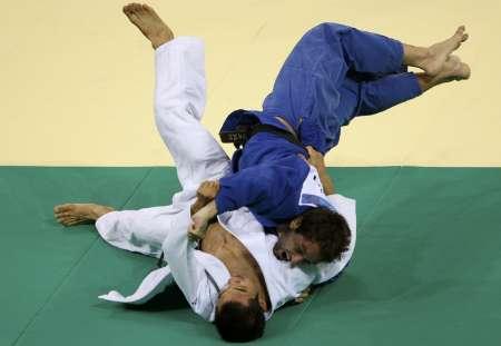 图文-10日柔道赛场精彩瞬间 巴西德雷被对手压制