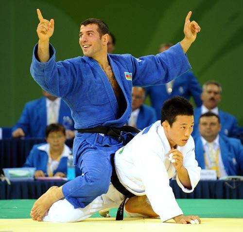 图文-男柔73公斤小将13秒夺金 胜利者的姿态