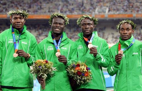 资料图-雅典奥运会男子4x100颁奖 尼日利亚铜牌