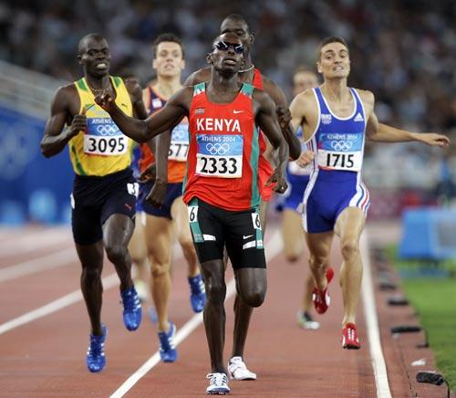 资料图-雅典奥运会男子800米 萨姆威尔拼劲全力