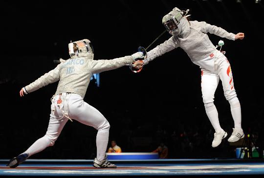 图文-女子佩剑个人赛赛况 中国选手黄海洋比赛中