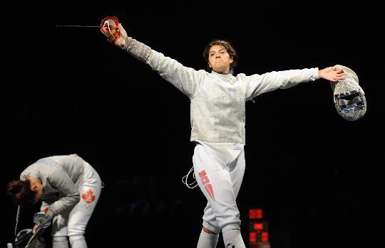 图文-女子佩剑个人赛赛况 贝斯贝斯在庆祝胜利