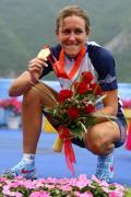 图文-公路自行车女子个人计时赛 最高领奖台上留影