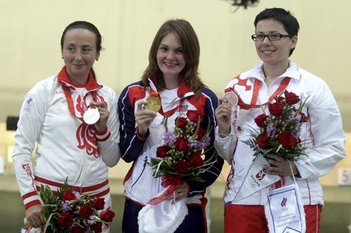 图文-埃蒙斯争得奥运首金 冠亚季军一起来个合影