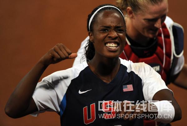 图文-[奥运垒球]美国8-0荷兰 我们胜利啦
