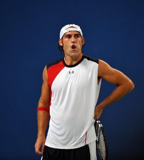 图文-网球男单德约科维奇晋级 对手为失分感到无奈