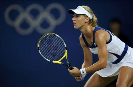 图文-网球女子单打11日赛况 杰缅季耶娃精神集中