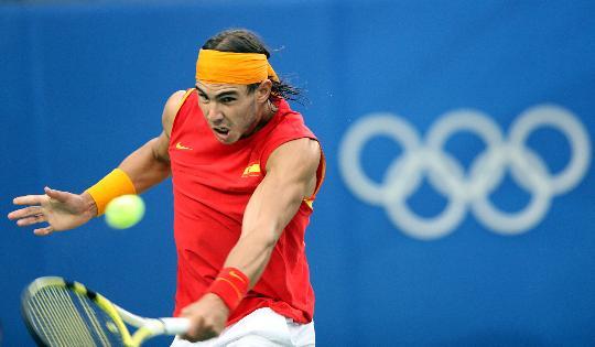 图文-纳达尔获网球男单冠军 这球回得不容易
