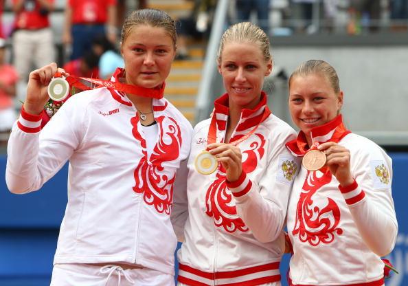 图文-奥运网球女子单打决赛 女单前三名合影