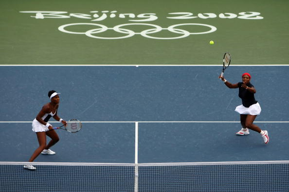 图文-网球女子双打决赛 威廉姆斯姐妹回球