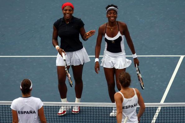 图文-网球女子双打决赛 威廉姆斯姐妹获胜