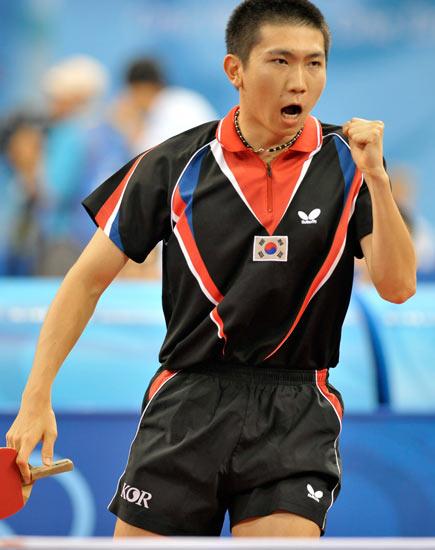 图文-北京奥运会乒乓球赛事开战 韩国球员兴奋喝彩