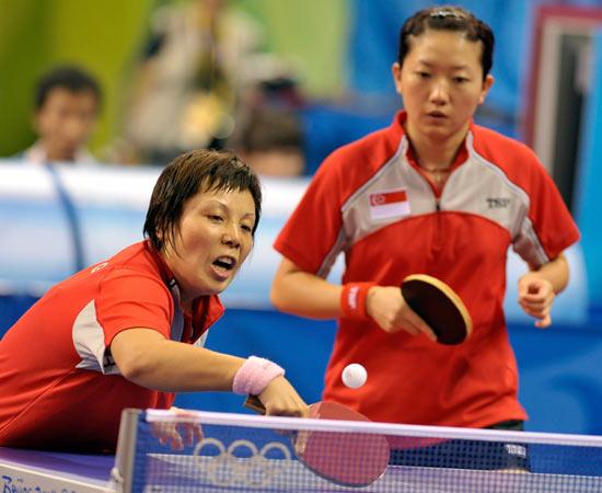 图文-北京奥运会乒乓球赛事开战 新加坡的双打比赛