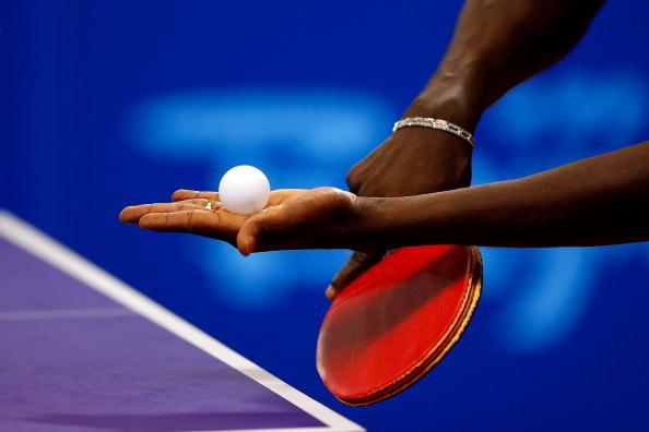 图文-14日奥运会乒乓球赛况 标准发球准备姿势