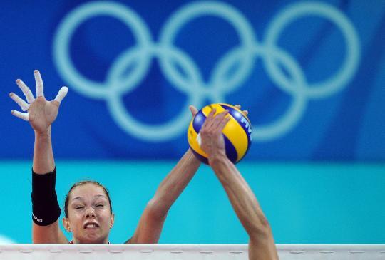 图文-奥运会女子排球小组赛 叶卡捷琳娜比赛中拦网