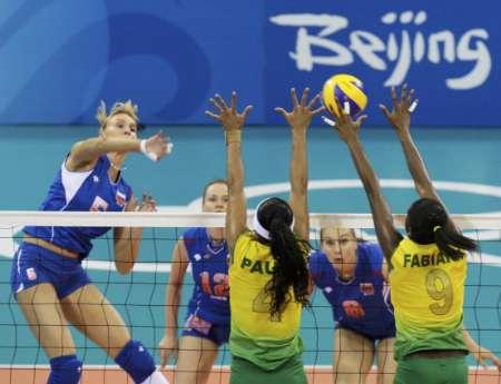 图文-巴西女排3-0轻取俄罗斯 封杀对手网前扣球