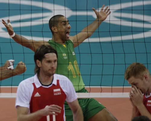 图文-奥运会16日男排比赛赛况 悲喜只在一网之隔