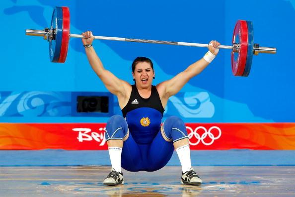 图文-[奥运]女子举重75公斤级 亚美尼亚选手比赛