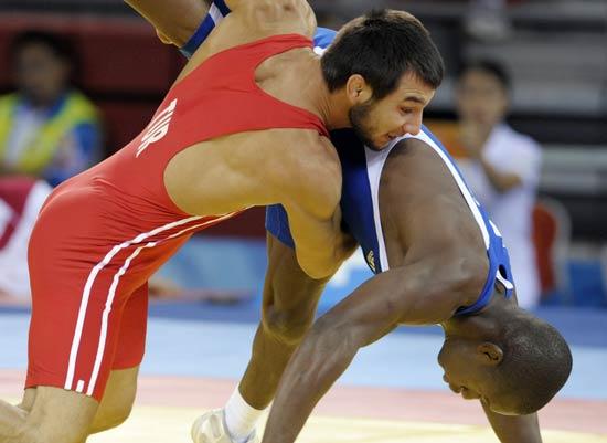图文-摔跤男子66公斤级赛况 不只是力量的抗衡