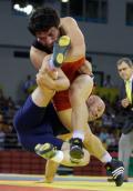 图文-男子摔跤自由式84公斤级 双方难分高下