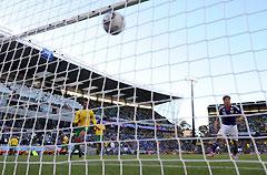 世界杯-欧冠红星绝杀喀麦隆日本横梁救险开门红