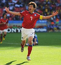 世界杯-铁卫破门朴智星单刀建功韩国2-0力克希腊