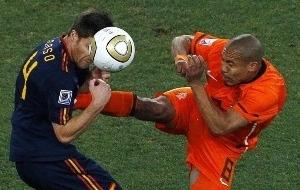 世界杯决赛现罕见暴力一幕暴力飞踹胸口竟逃过红牌
