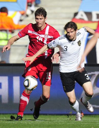 图文-[小组赛]德国0-1塞尔维亚弗雷德里希拼抢