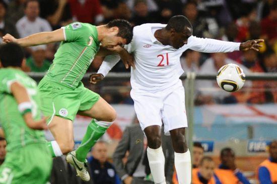图文-[小组赛]英格兰VS阿尔及利亚赫斯基头球摆渡